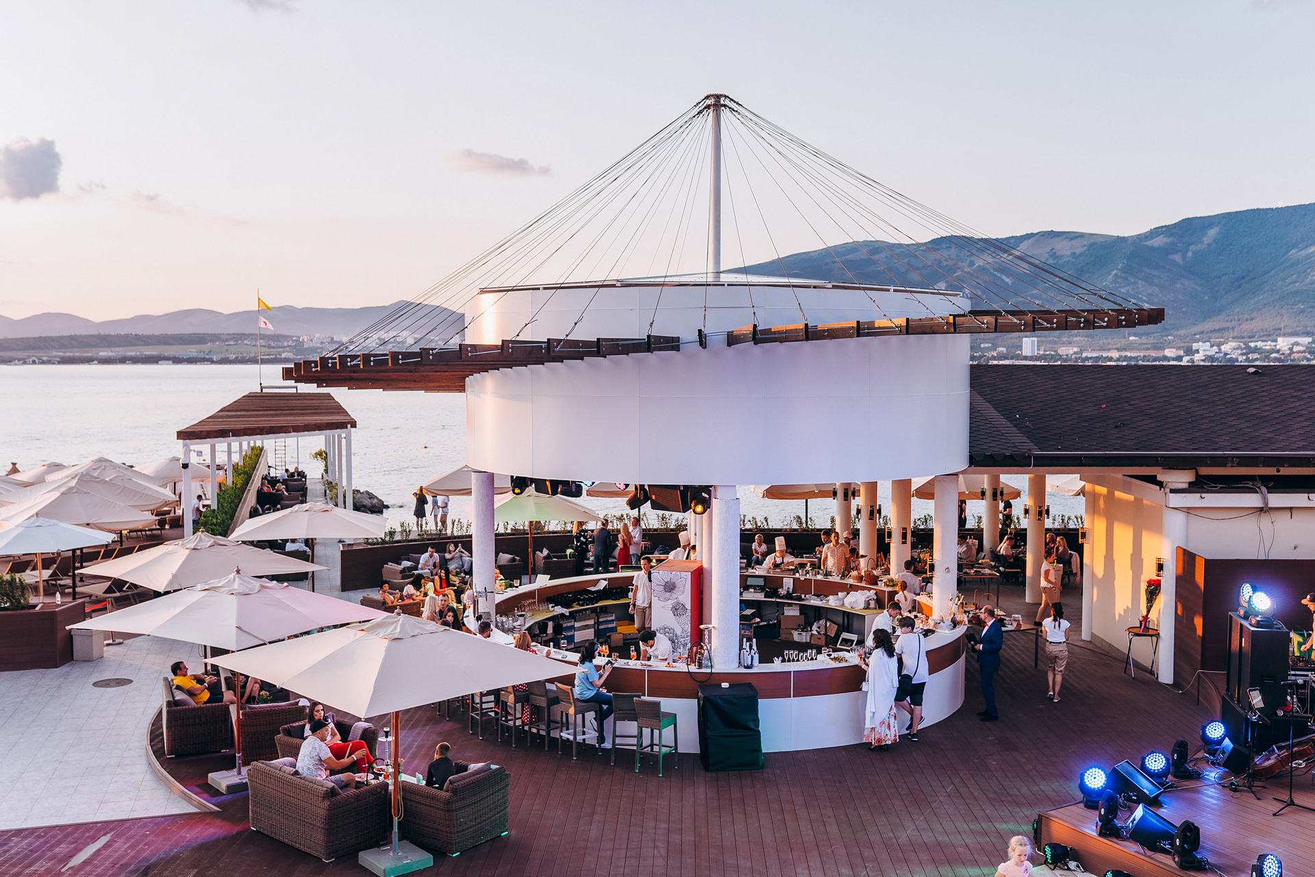 Открытие роскошного пляжного комплекса «Кемпински Гранд Отель Геленджик»